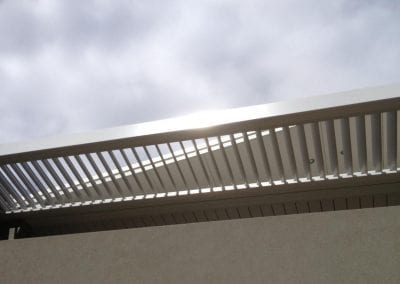 Louvre Shade single bank electric roof